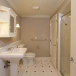 414 Franklin-Apt2-Bathroom.jpg