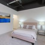 905-Elmwood-05-Bedroom
