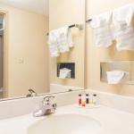 Days Hotel - Bathroom