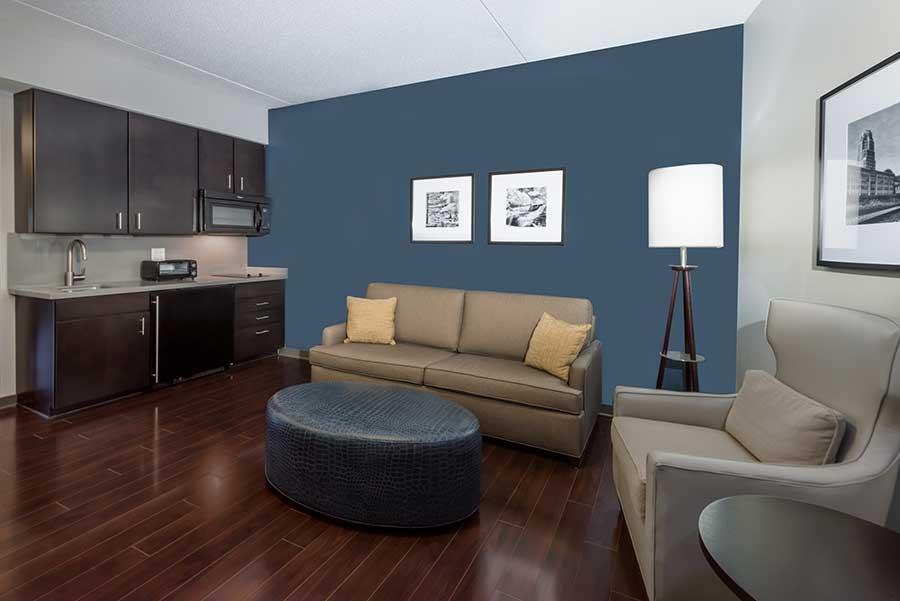 Wyndham Garden Williamsville suite